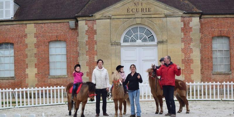 Baptêmes de poneys et ateliers soins du poney