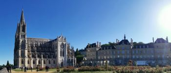 Levez les yeux ! Visite guidée de la \cathédrale dans les champs\ La Chapelle-Montligeon